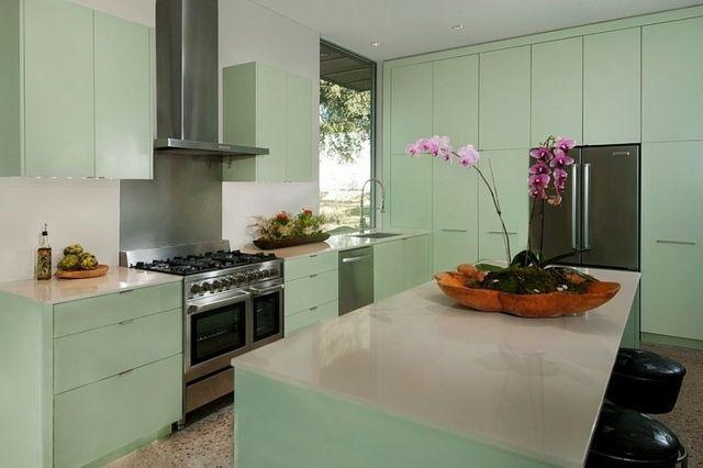 hellgrüne Farbe in der Küche Mineralwerkstoff Arbeitsplatte Küche