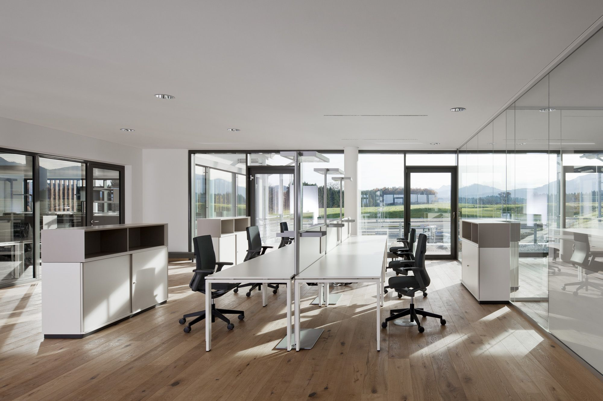 bright office. Office Tour: Fossil Headquarters Offices \u2013 Grabenstätt Bright C