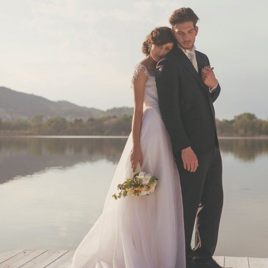 We love the peaceful lakeside setting and warm sunlight of this Italian wedding shoot! Captured by Tiziana Gallo.