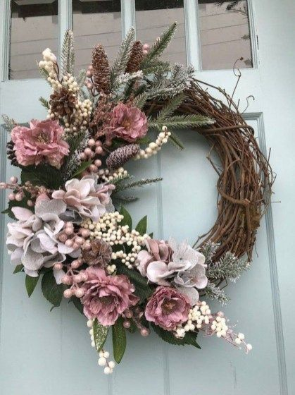 20+ Pretty Front Door Wreath Ideas #wreaths