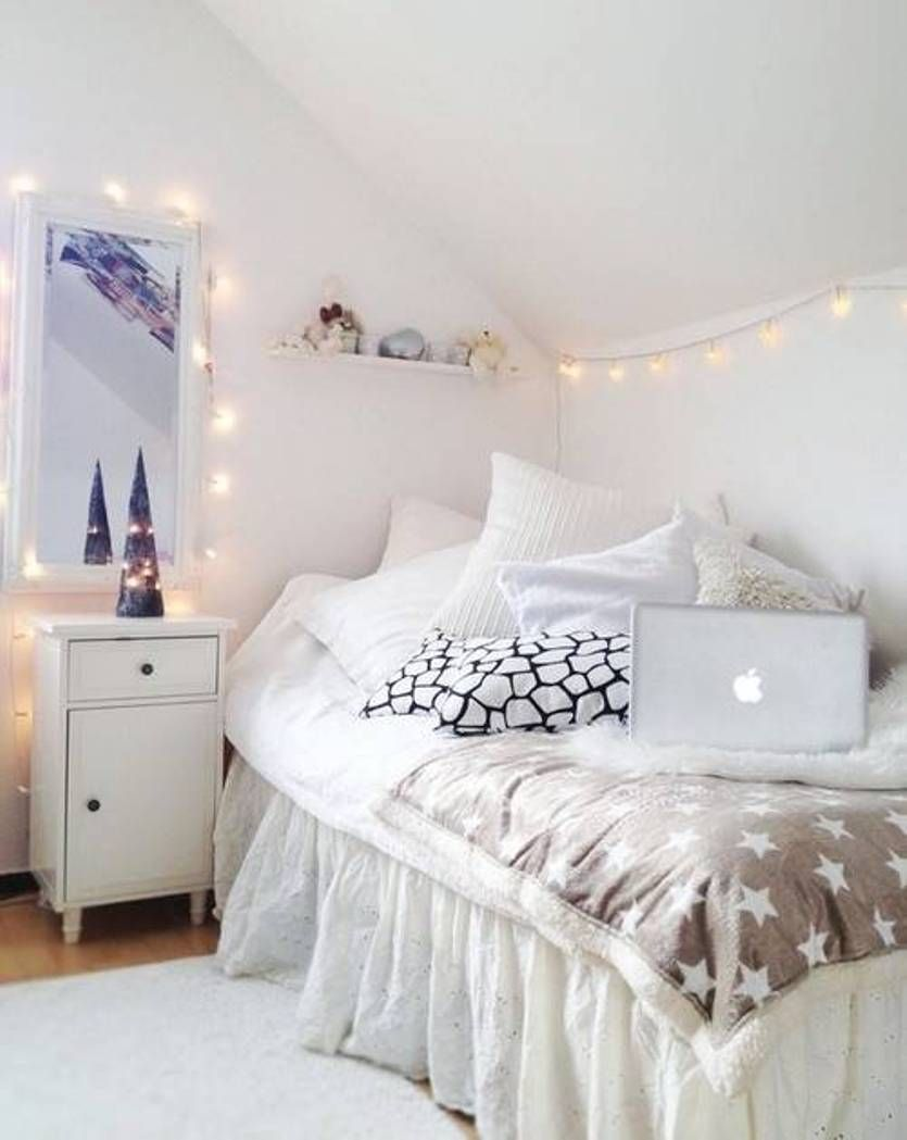 Simple bedroom design for teenage girls - Bedroom With Fairy Lights
