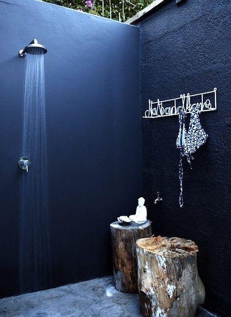9 Dreamy Outdoor Shower Ideas For Every Home Not Just At The Beach - Paredes-pintadas-de-azul