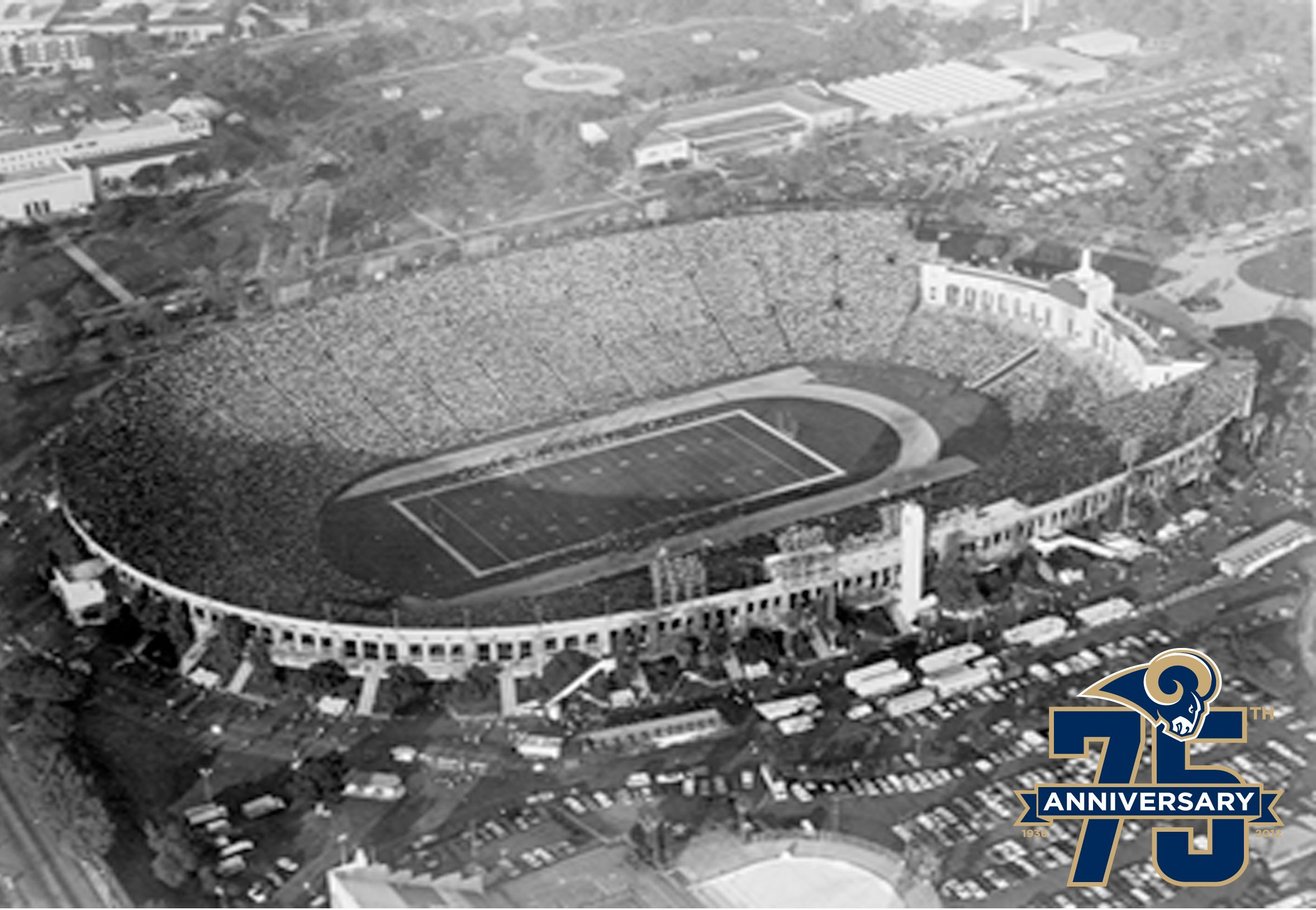 The Los Angeles Rams Called The Coliseum Home From 1946 1979 The Rams Saw Crowds Of More Than 80 000 People 22 Tim Nfl Stadiums Rams Football Los Angeles Rams