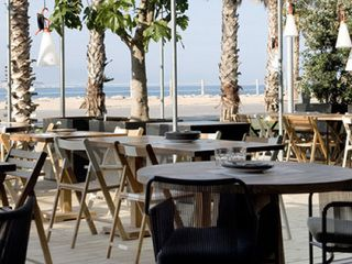 The Best Chiringuitos In Barcelona Barcelona Restaurants Outdoor Cafe Restaurant On The Beach