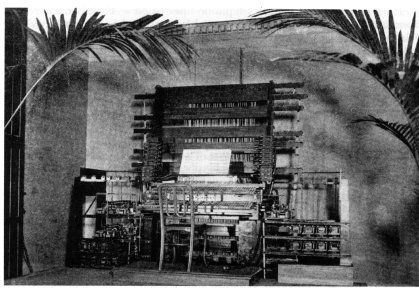 """Telharmonium 1897  This is the Telharmonium (also known as the """"Dynamophone""""), an early electronic organ developed by Thaddeus Cahill in 1897. The electrical signal from the Telharmonium was transmitted over wires; it was heard on the receiving end by means of """"horn"""" speakers.  #throwbackthursday #musicalinstruments #oldisgold #historical_photos #historicpictoric #historicphotos   #Dynamophone #history #historic #historical   #Telharmonium"""