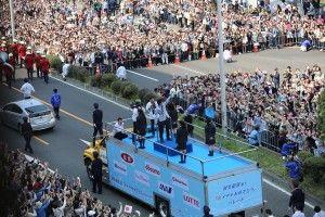 羽生結弦選手凱旋パレード! 仙台の街で9万2000人が祝福 | とうほく復興カレンダー