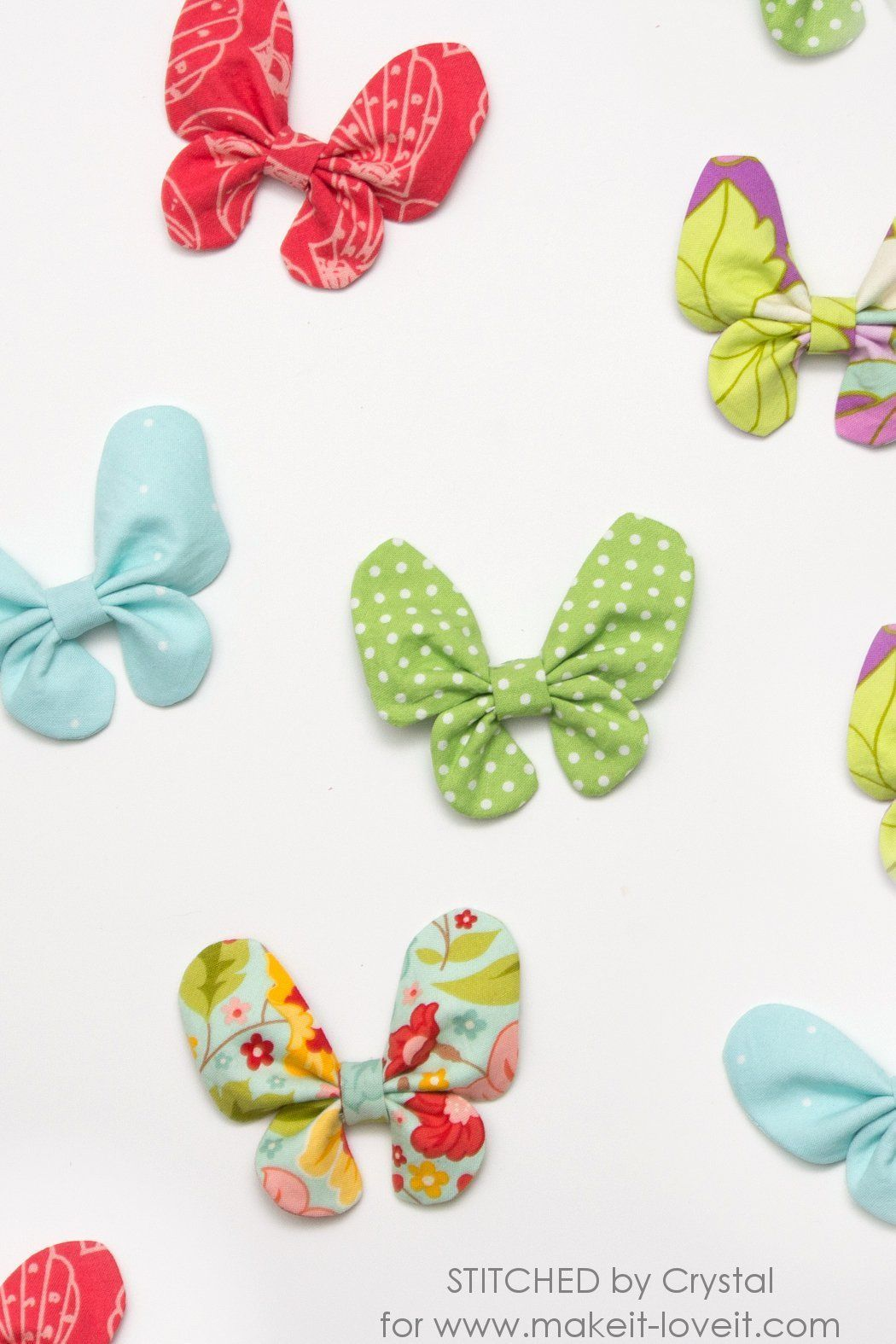 Butterfly Hair Bow Tutorial #fabricbowtutorial A tutorial to sew a butterfly hair bow, a perfect hair accessory for spring! This project is an easy sew and can be made with fabric scraps! #fabricbowtutorial