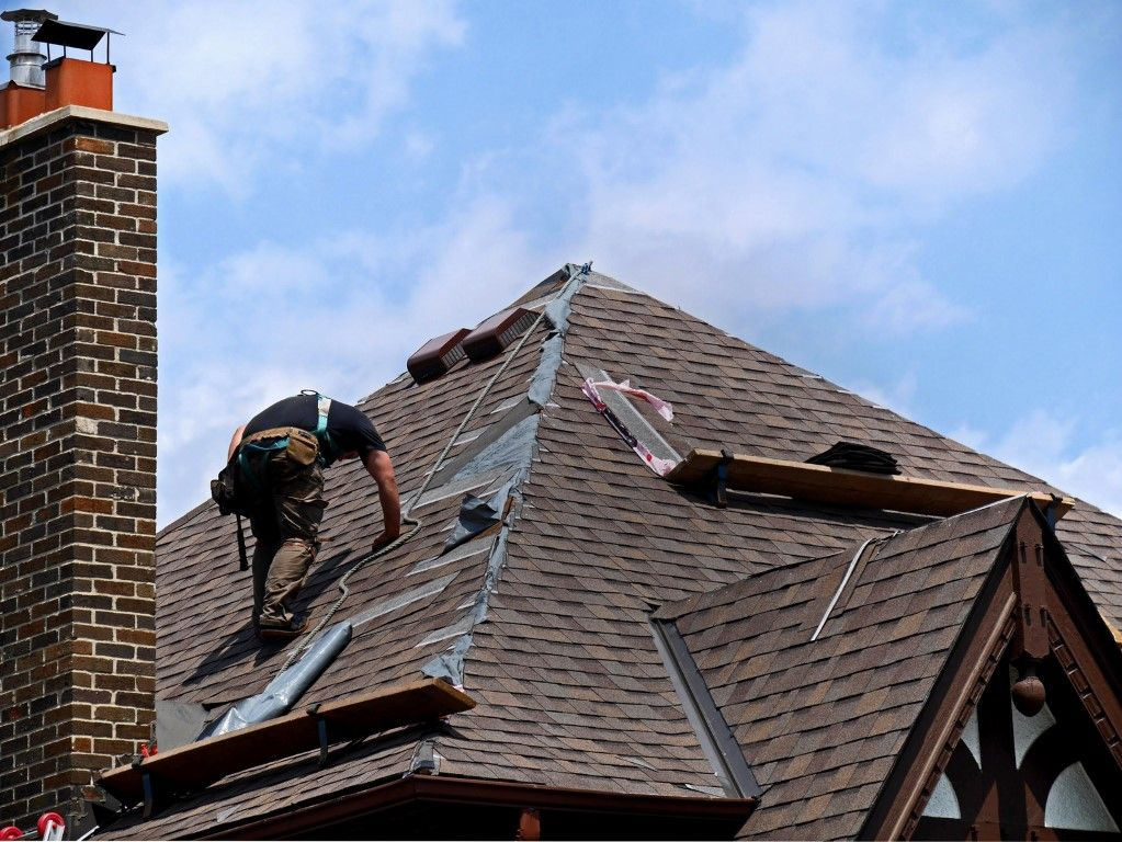 Roofers Cowdenbeath We Are The Best Roofers In Cowdenbeath And We Proudly Introduce Their Innovative Designs Of Roofing Roofing Services Roofing Roof Repair