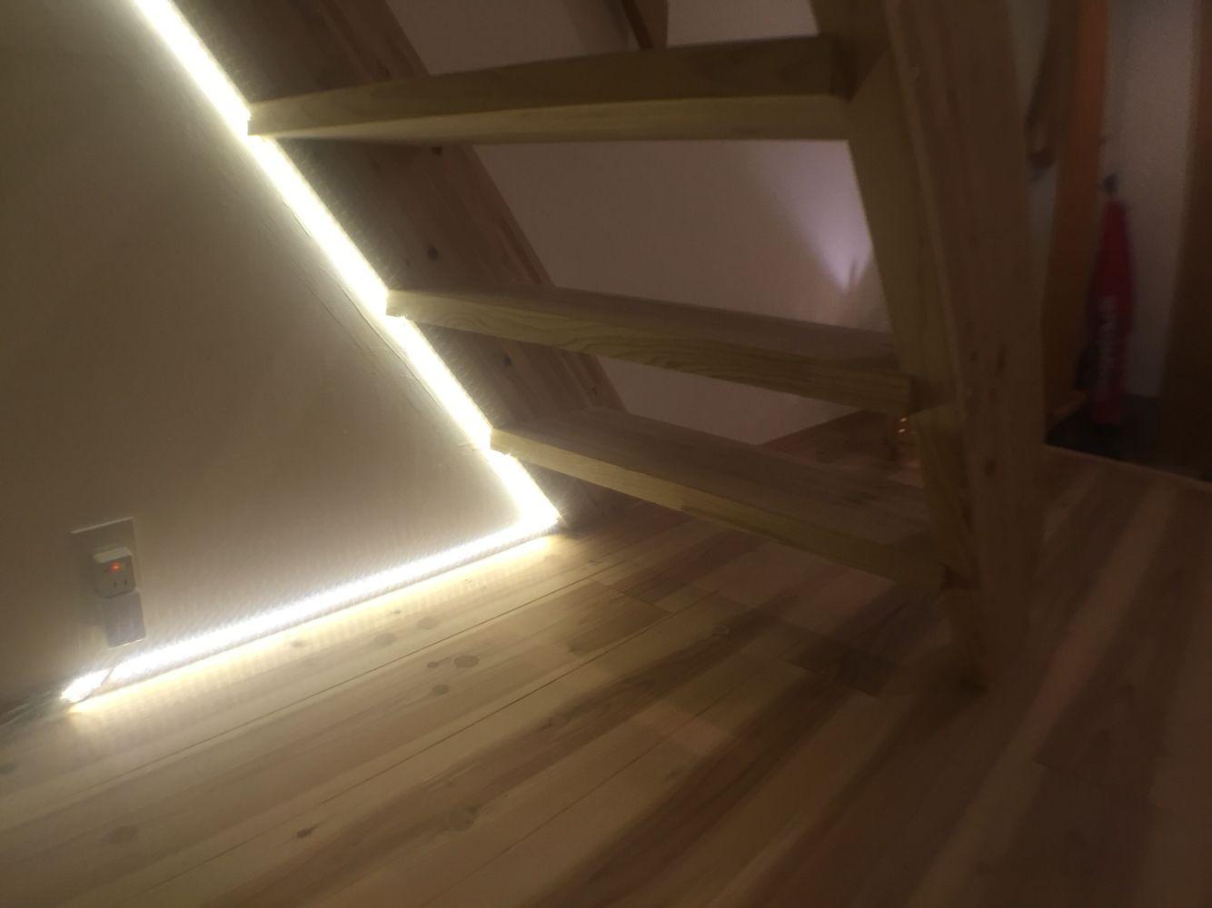 階段 Ledテープライトによる間接照明 Diy 間接照明 Diy 階段の