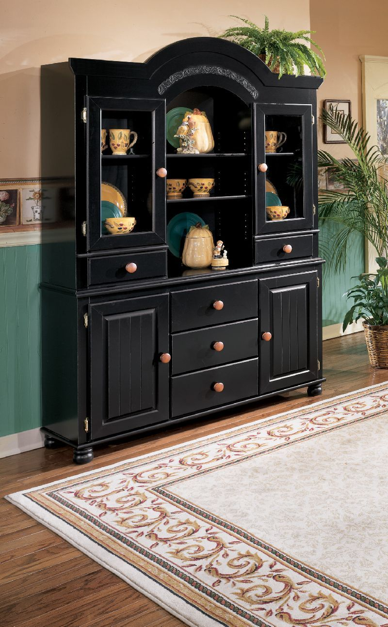The Combination Of Rich Cherry Stained And Black Finish Make Country Styling Cedar Heights Dining Room Collection Stand Out From Other