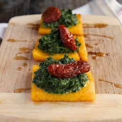 Roasted polenta with spinach and sun-dried tomatoes