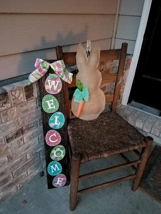 DIY Easter rabbit - do it with kids! #diy #easter #backyardporch #porchIdeas #frontDoorDecor