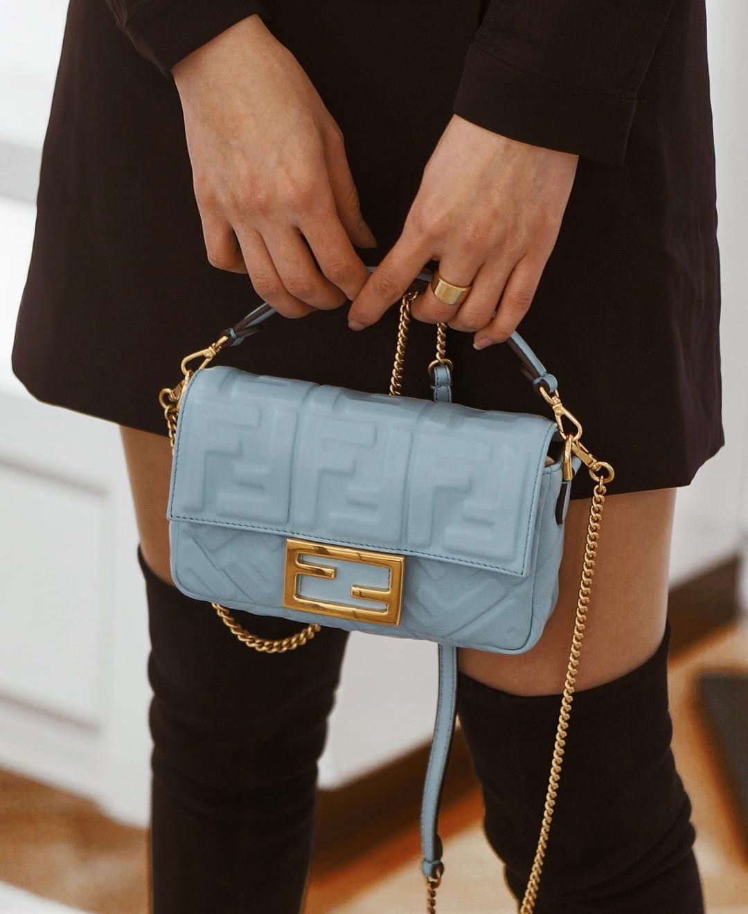 2c2b31b5422b 결국 블루 ! #fendi baguette again | love fendi | Fendi bags, Fendi ...