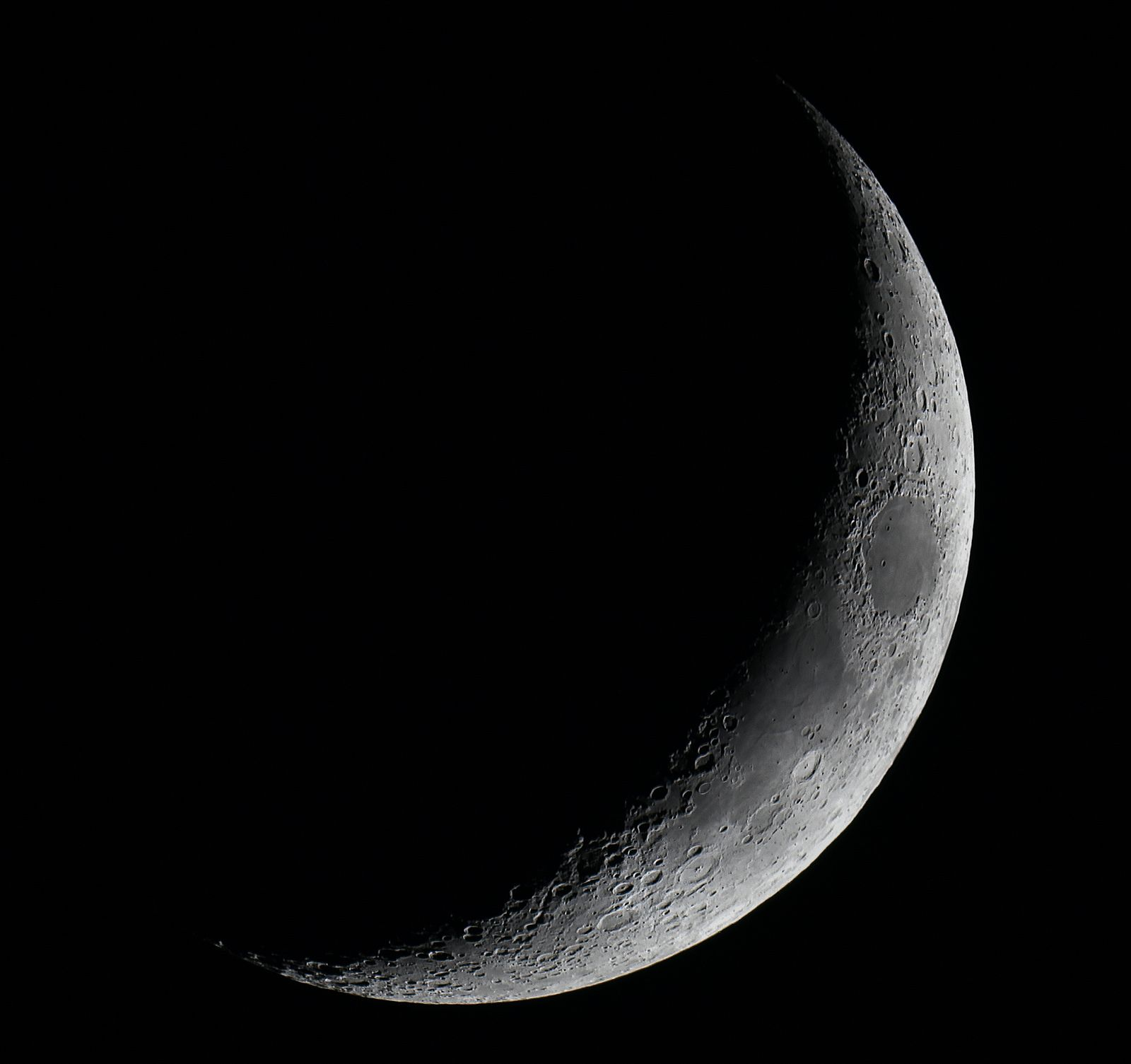 25-12-14 Christmas Day crescent Moon at 3.70 days old