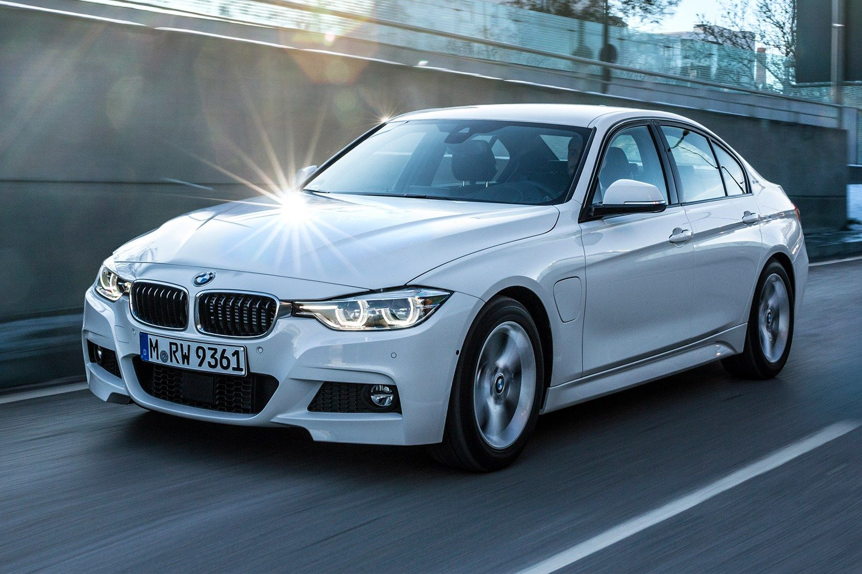 Bmw 3 Series 330e 2016 Plug In Hybrid Review Cars And