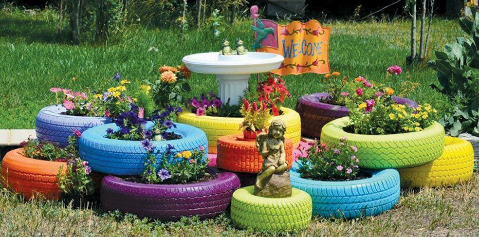 Jardines con llantas recicladas buscar con google for Reciclar muebles usados