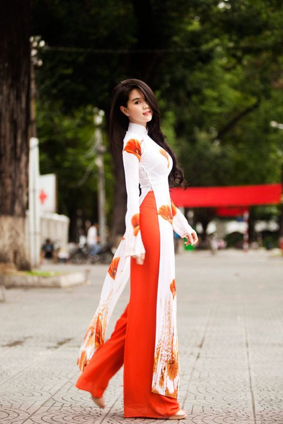 Love This Ao Dai But I Can T Wear Red To A Wedding Indian Fashion Fashion Designer Dresses Indian