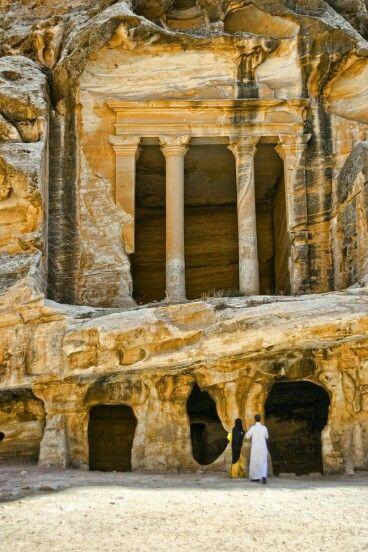 مساكن قوم عاد وثمود Ancient Ruins Petra Jordan Petra
