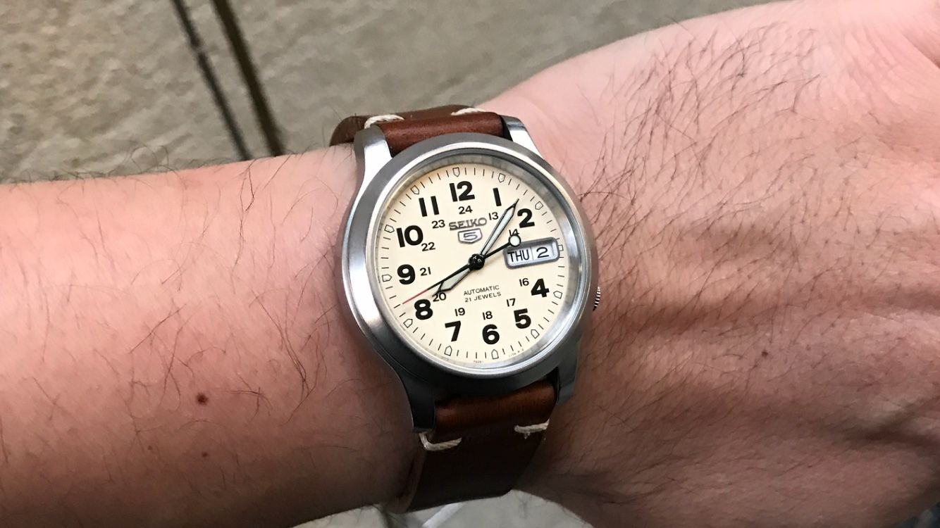 284af41f8 White/Cream Dial Field Style Watch, Suggestions? Hamilton Khaki King, Cool  Watches