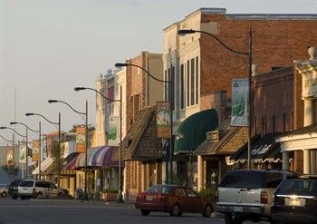 Historic Downtown Ping In Cleveland Mississippi So Cute And Small Town But Really