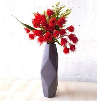 Lovehate vase