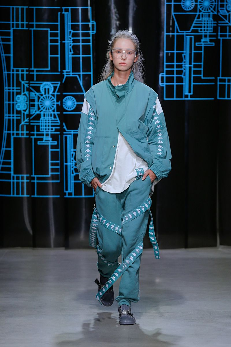 """The garments created for the C2H4 """"ZERO GRAVITY"""" Spring/Summer 2018 collection resemble the laboratory work-wear for a group of chemists in the year 2082. The designer's 2082 laboratory visualization is expressed through these costumes, which are adjusted... »"""