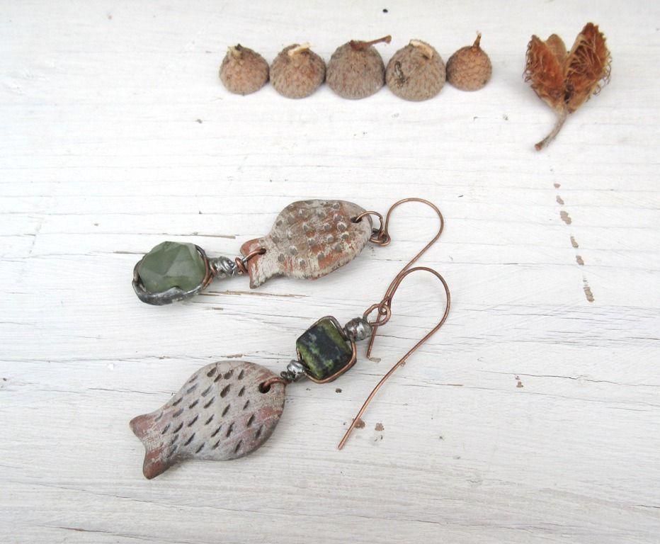 Poissons d'Avril : boucles d'oreille de style primitif avec céramiques artisanales ..... : Boucles d'oreille par les-reves-de-minsy