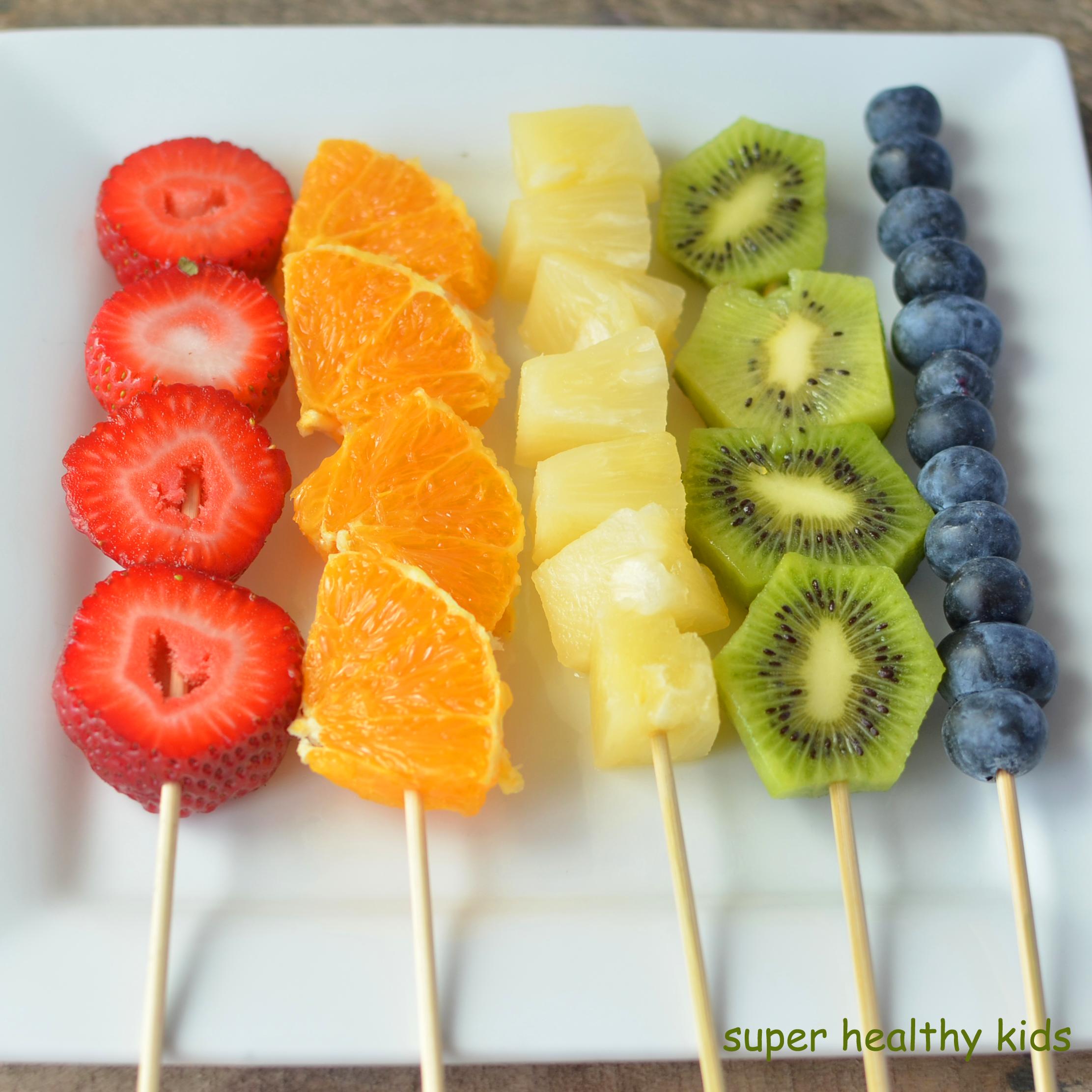 Eating A Rainbow Of Food Helps Us To Get A Variety Of Antioxidants And Nutrients Rainbow Hea Bocaditos De Frutas Pinchos De Frutas Recetas De Comida Fáciles