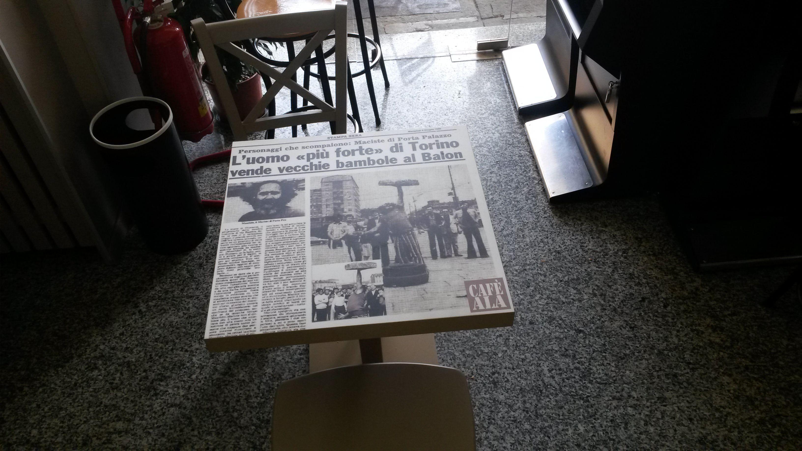 Tavolino Del Bar.Un Tavolino Del Bar Ala A Porta Palazzo In Via Milano 15b