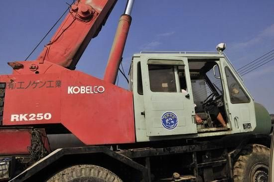 used kobelco 25t rough terrain crane , used kobelco cranes