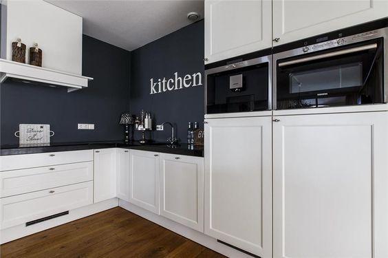 Landelijke moderne keuken met inbouwapparatuur van siemens