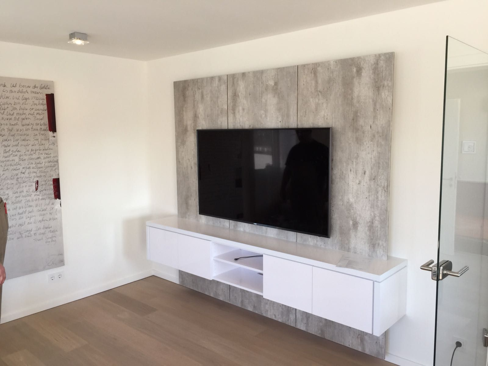 tv wand xxl in betonoptik f r kunden in solingen wand. Black Bedroom Furniture Sets. Home Design Ideas