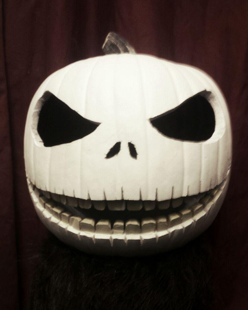 Jack skellington pumpkin carving the pumpkin king jack for Skeleton pumpkin design