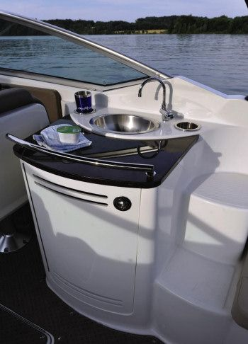 Sea Ray 270 SLX: Here is the feature we like most in the cockpit ...