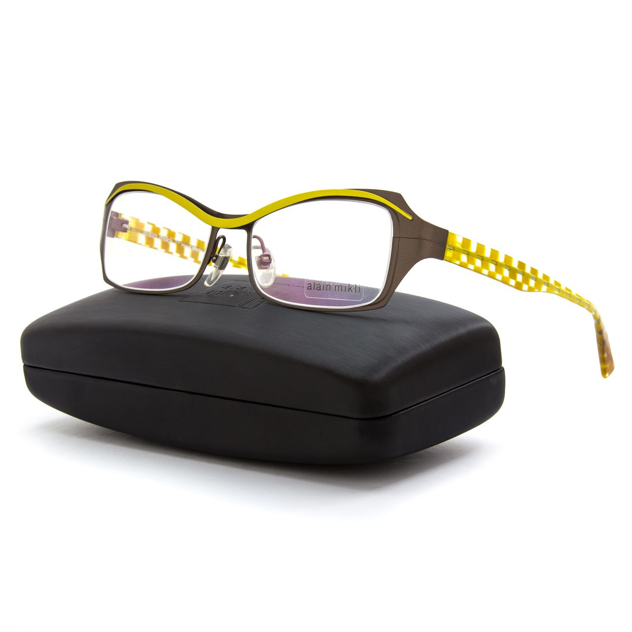 Fashionable look. Great with any outfit. http://www.luxoneye.com ...