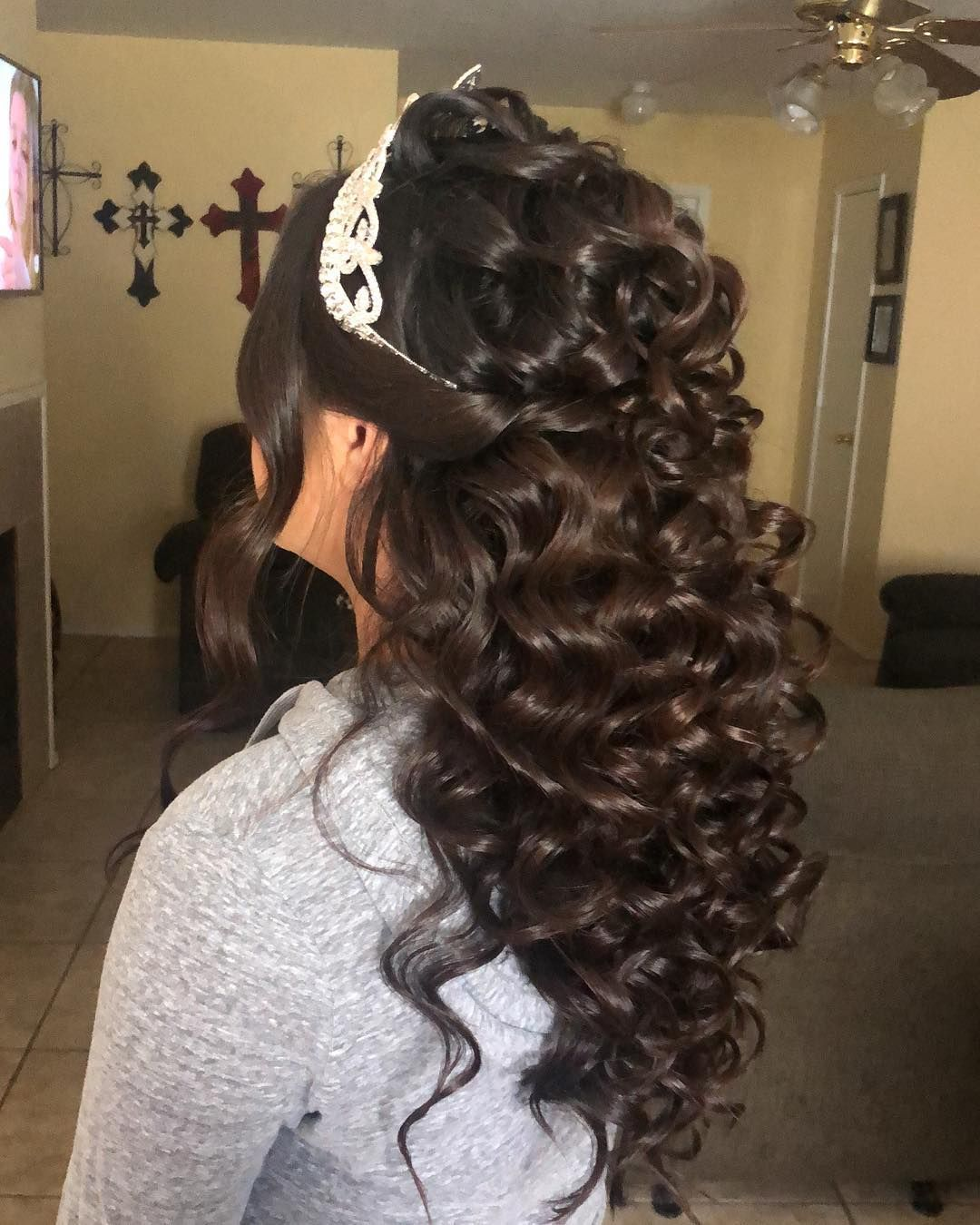 Half Up Half Down Quinceanera Hairstyles Cute Quinceanera Hairstyles In 2020 Quinceanera Hairstyles Quince Hairstyles Hair Styles