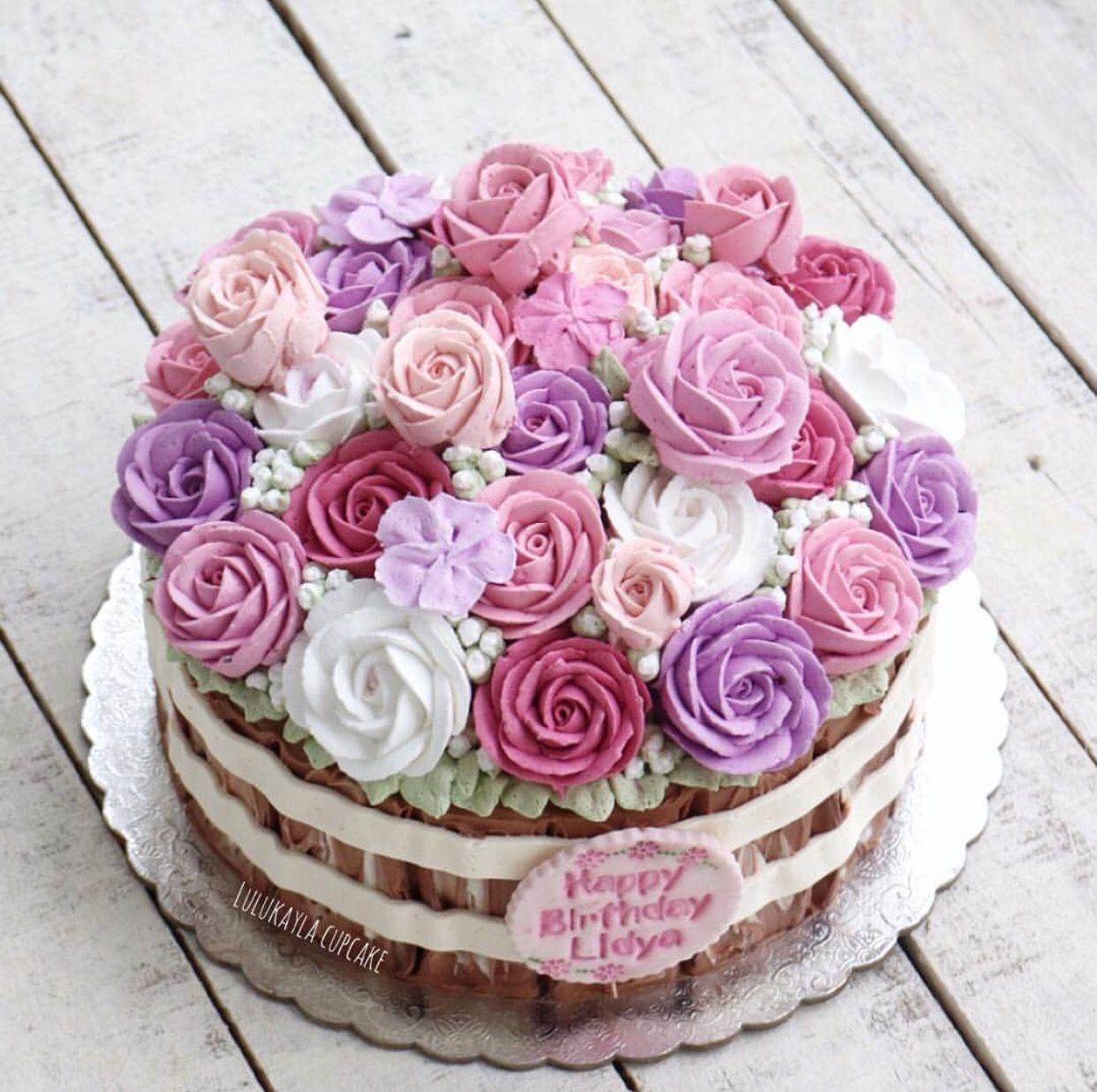 Pin oleh Lulu Kayla di Buttercream flower cake (Dengan