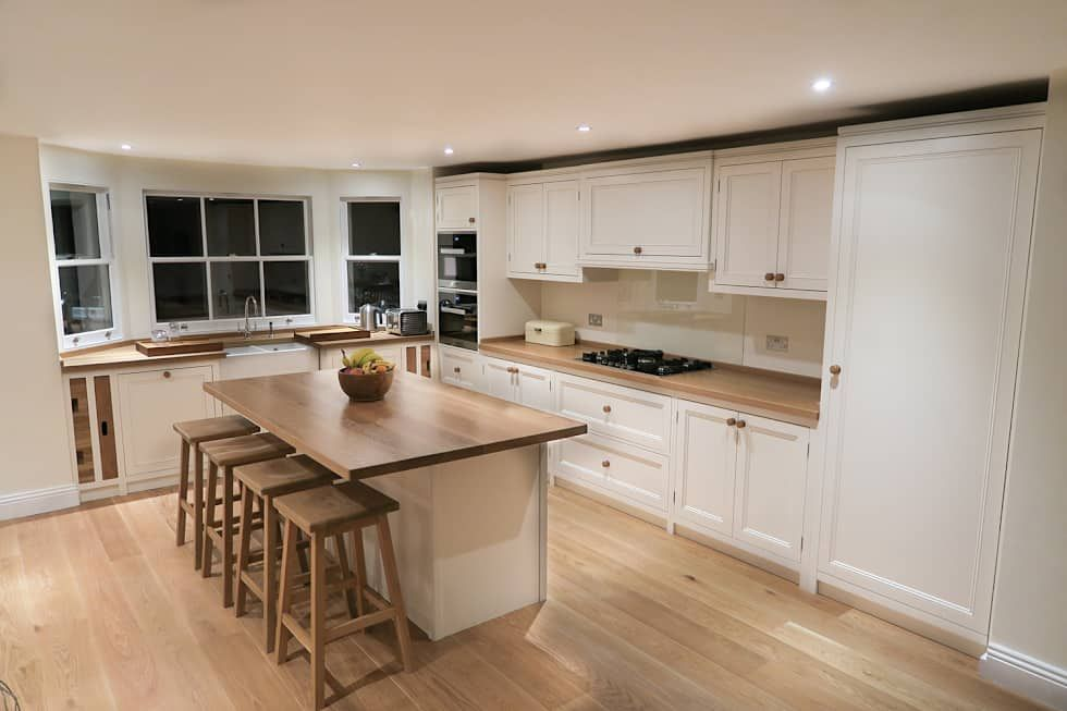 Classic Kitchen Design: classic Kitchen by NAKED Kitchens