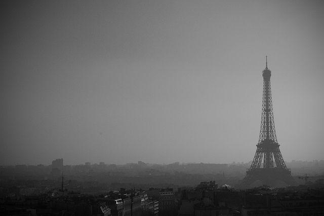 la Tour Eiffel depuis l'Arc de Triomphe by Marcos de Honorato, via Flickr