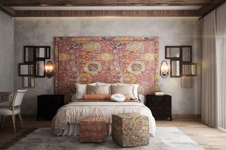 stanza-da-letto-arredata-testata-motivi-etnici-specchi-parete ...
