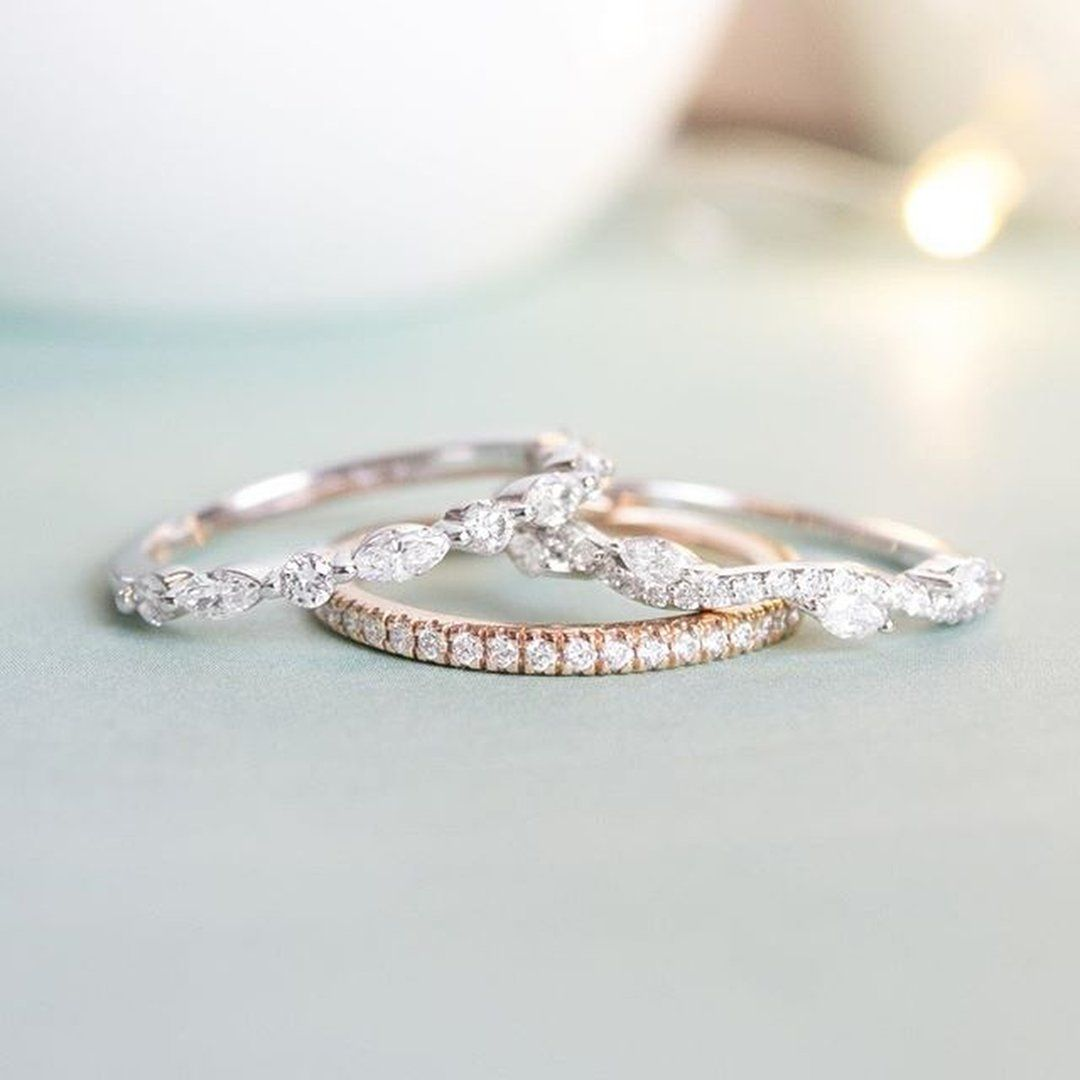 A Delicate Thread Of Scalloped Pave Set Diamonds Encircles The Finger In This Exceptionally T Mixed Metal Wedding Rings Diamond Wedding Bands Big Wedding Rings