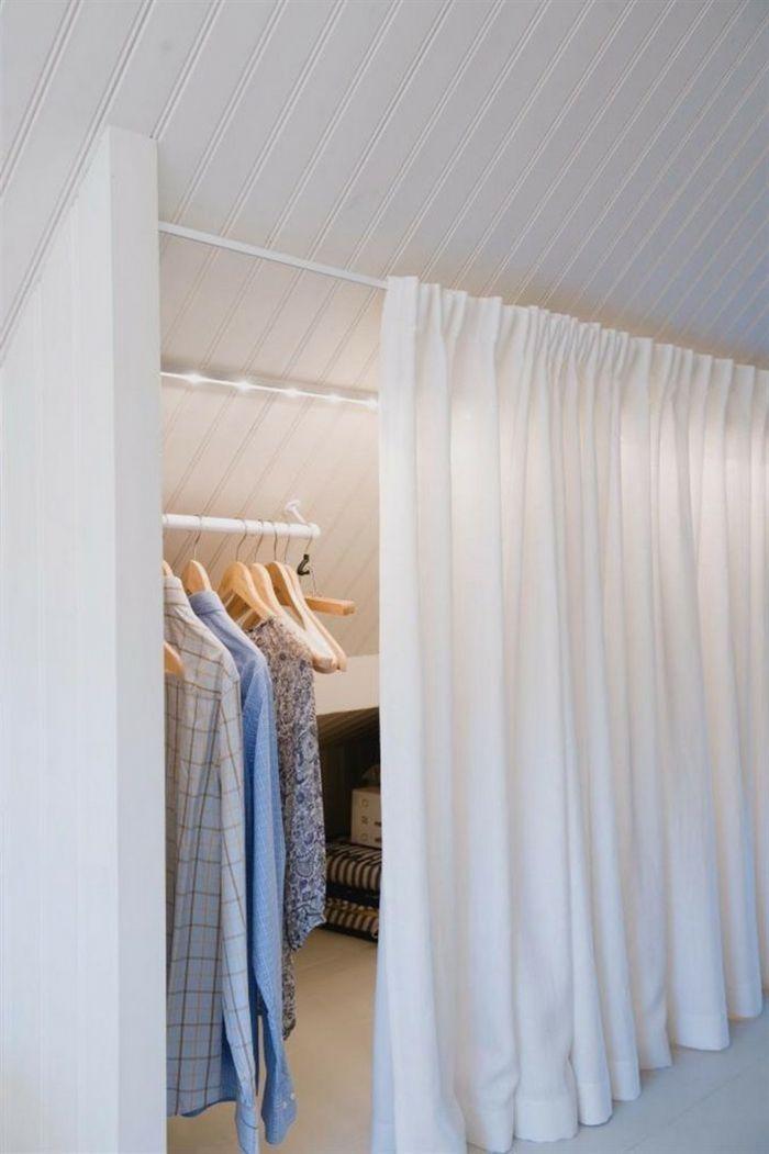 Schlafzimmer Begehbarer Kleiderschrank Dachschrage Vorhang In Weisser Farbe In 2020 Ankleide Zimmer Begehbarer Kleiderschrank Dachschrage Kleiderschrank Fur Dachschrage