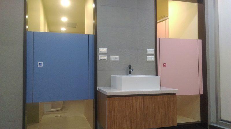 廁所隔間搗擺 浴室隔間搗擺 廁所搗擺隔間 浴室搗擺隔間 金城 抗倍特