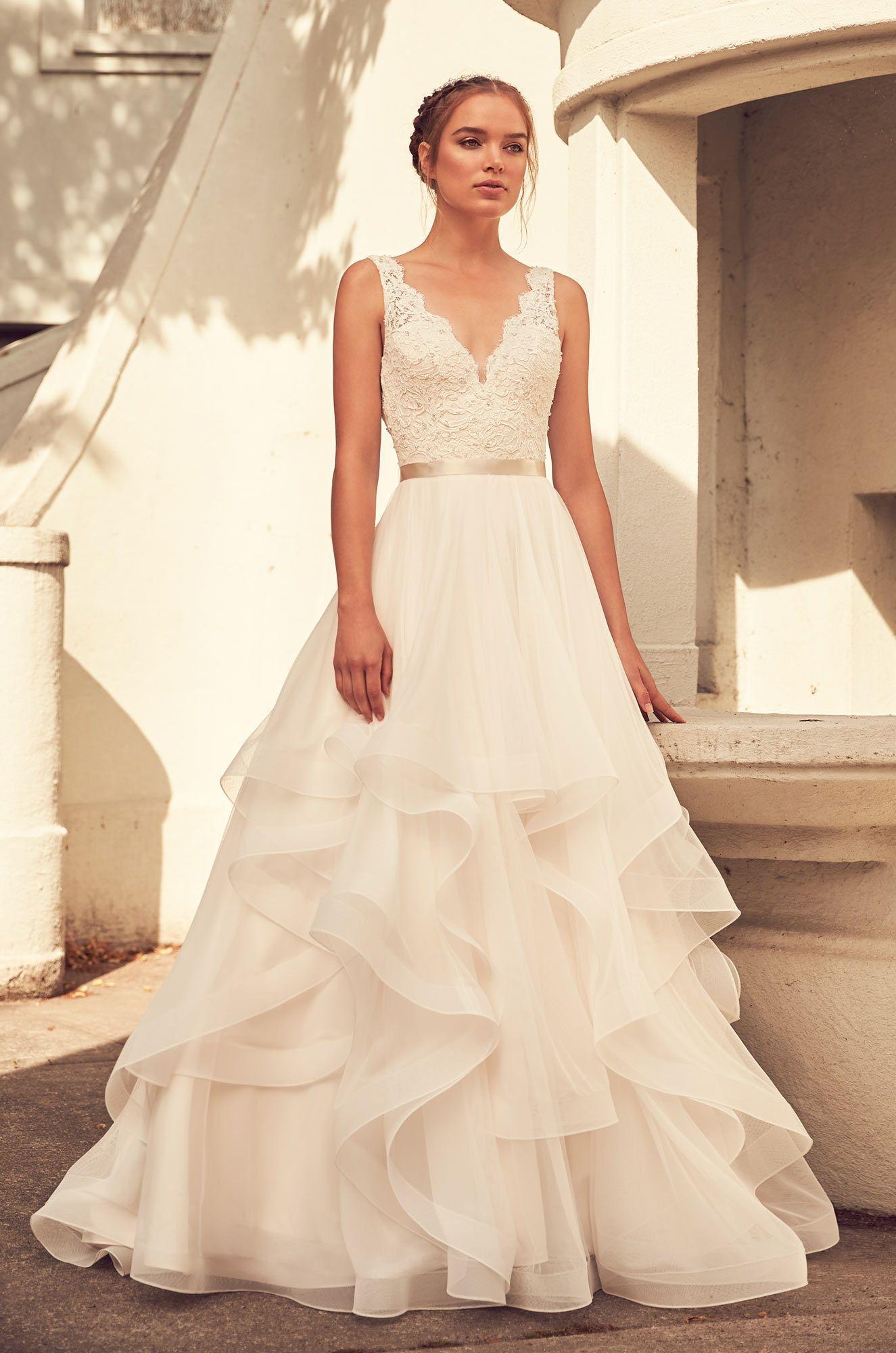 Style french alençon lace and mesh tulle wedding dress
