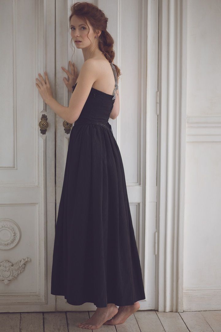 Short Strapless Black wedding gown | fabmood.com #wedding #weddinggown #short #weddingdress #winter #weddingblog