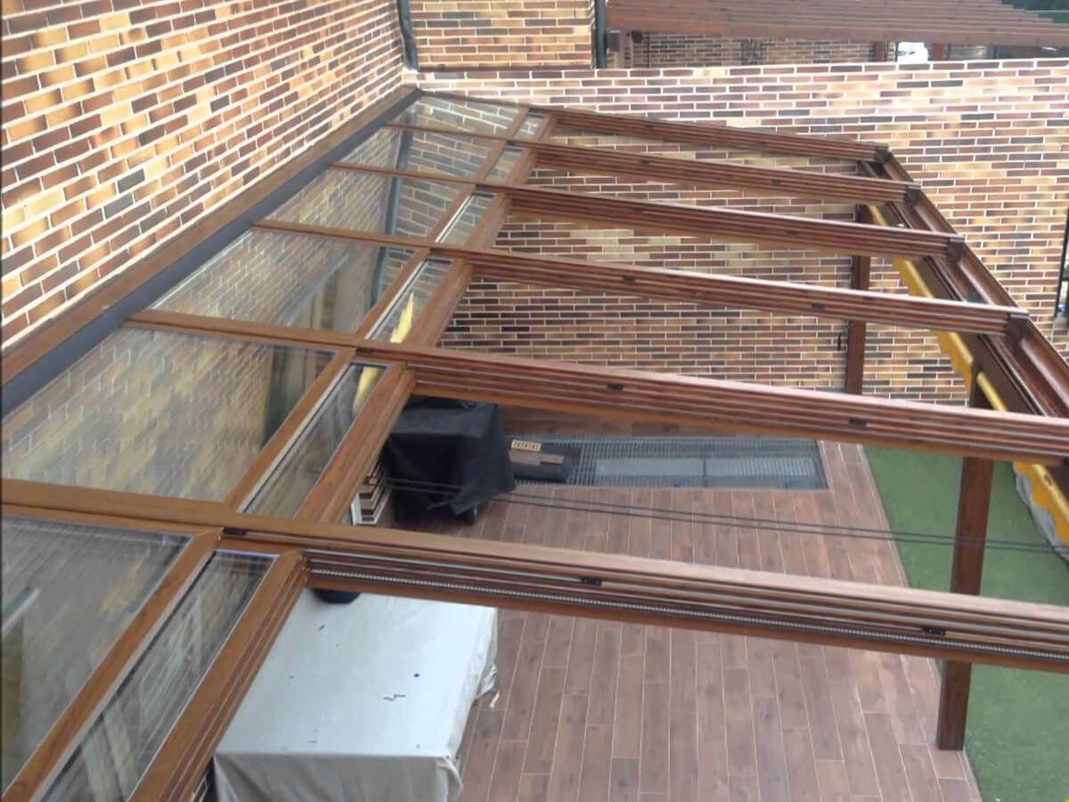 COBERTI Pérgola de aluminio con techo móvil de cristal en porche ...