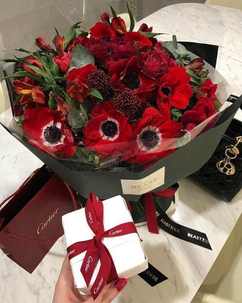 dating anniversary flowers