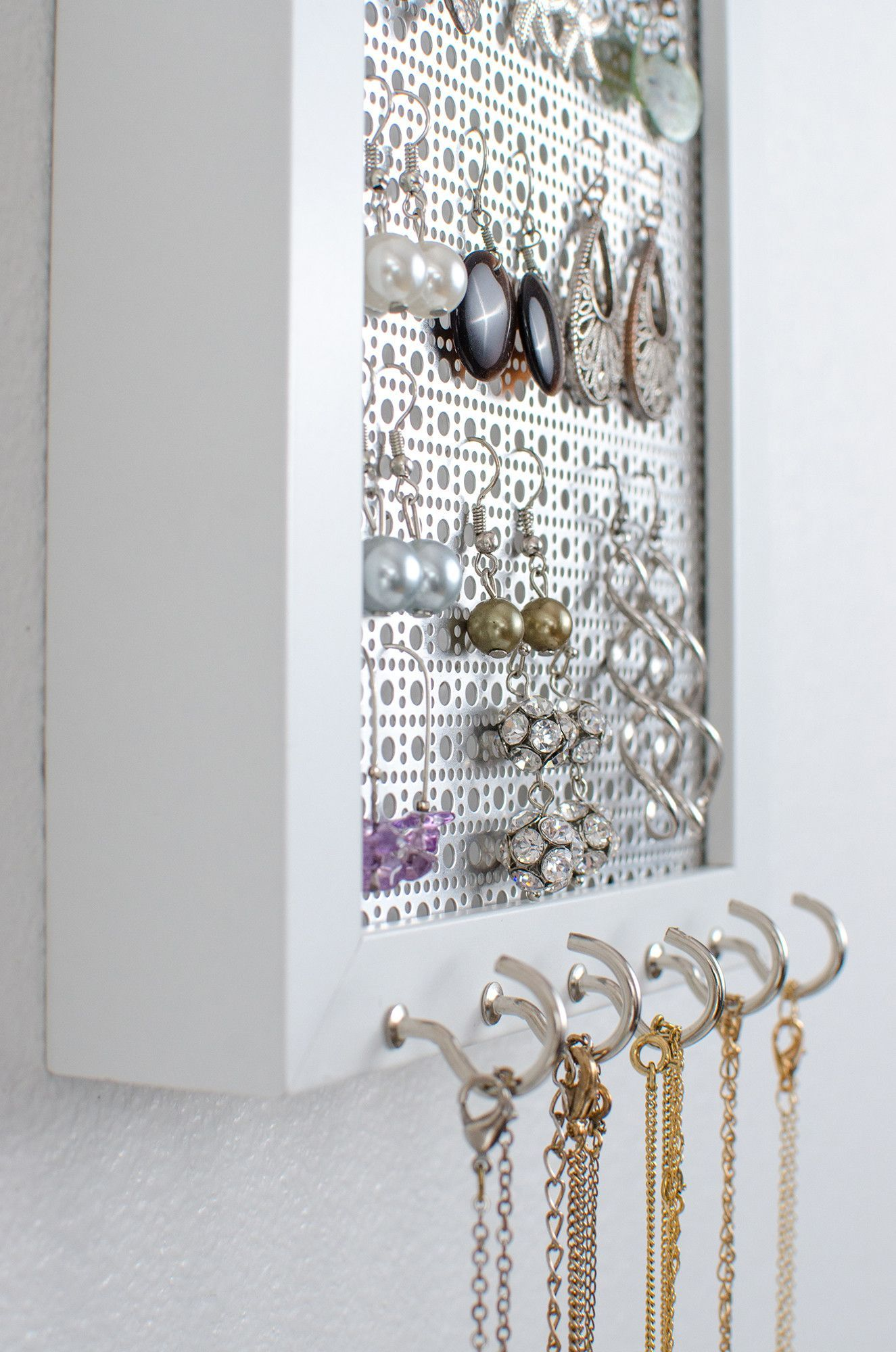 Hook Earring Necklaces Organizer 5x7 White Frame Metal Screen