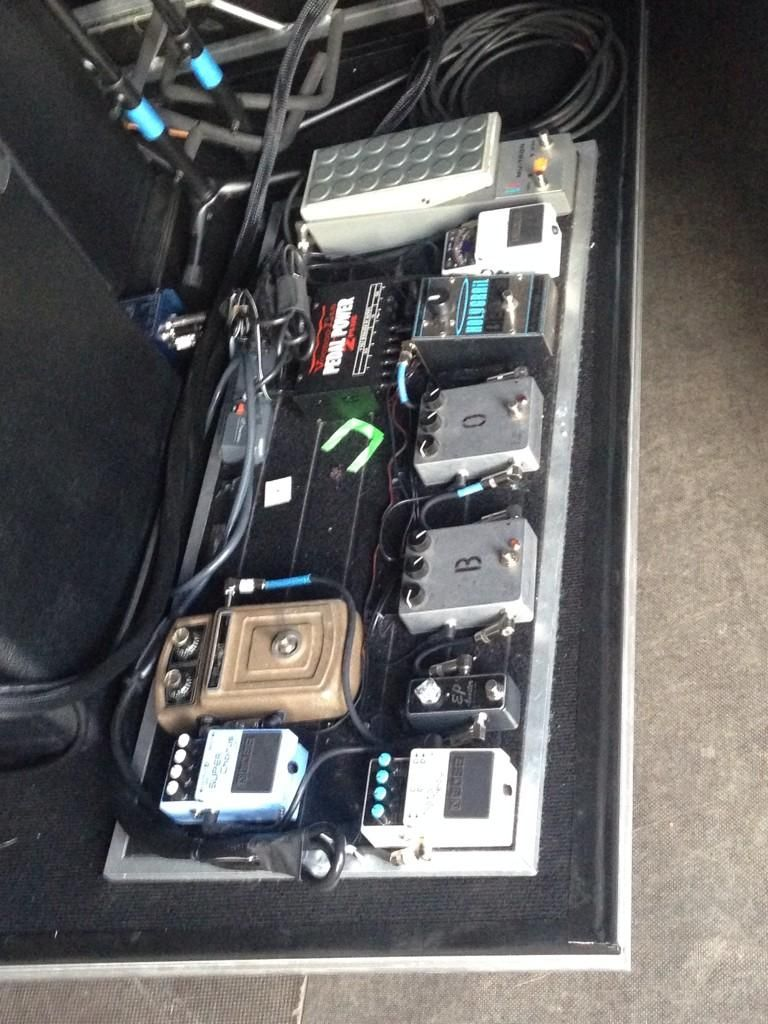 Ryan Adams pedalboard for his 2014 tour. Still sticking with his EHX ...