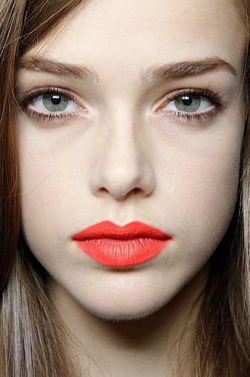 Trying a bright lipstick? Here's 10 eye makeup looks to balance it out.
